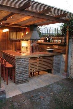 Outdoor Kitchen Ideas For The Best Summer Yet! Get outdoor kitchen ideas from thousands of outdoor kitchen pictures. Learn about layout options, sizing, planning for appliances, cost, and more. Outdoor Kitchen Bars, Outdoor Kitchen Design, Kitchen On A Budget, Outdoor Bars, Diy Kitchen, Kitchen Modern, Rustic Outdoor Kitchens, Patio Design, Kitchen Rustic