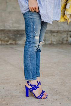 Yellow pop, mom jeans and blue sandals