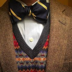 "todaystie: ""Gant shirt and vest - BDG Urban Outfitters bow tie - Vintage jacket "" Blue Bow Tie, Bow Ties, Neck Ties, Suit Fashion, Mens Fashion, Tweed Run, Tweed Jacket, Ivy Style, Men's Style"