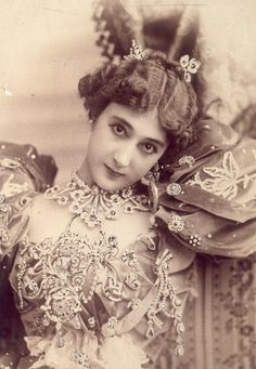 Caroline 'La Belle' Otero, nearly as famous for her jewels as her affairs.  Was invited to a notorious dinner in Paris given by Harry K. Thaw, who would kill architect Stanford White. Caroline may have worn the 'corselet' she commissioned from Boucheron, set with diamonds and other precious stones. KA