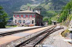 Alp Grüm (Kanton Graubünden) - Train station of the Rhaetian Railway (RhB) / Bahnhof der Rhätischen Bahn (RhB) / Gare des Chemins de fer rhétiques (RhB)
