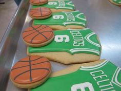 Basketball - Could do this for a March Madness Party! Since March Madness could be considered a holiday! Basketball Cookies, Basketball Party, Basketball Birthday, Basketball Season, Iced Cookies, Cute Cookies, Cupcake Cookies, Sugar Cookies, Cupcakes