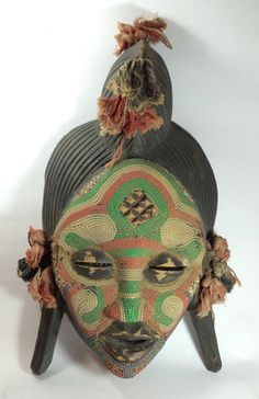 ARTE AFRICANA-bela mascara em madeira com policromia provavelmente BENIN.inicio de seculo XX.40cm