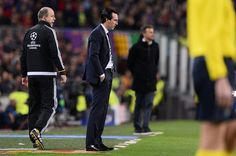 Paris Saint-Germain's Spanish headcoach Unai Emery (2ndL) stands on the sideline during the UEFA Champions League round of 16 second leg football match FC Barcelona vs Paris Saint-Germain FC at the Camp Nou stadium in Barcelona on March 8, 2017. / AFP PHOTO / Josep Lago