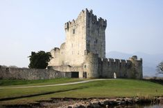 Dramatic Scenery, Castles and Cozy Pubs: The Ultimate Ireland Road Trip Ireland Travel, Tourism Ireland, Best Of Ireland, Kilkenny Castle, Cruise Offers, Photo Souvenir, London Tours, Tower Of London, Tower Bridge