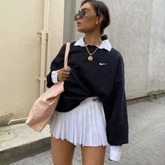 34 All Black Street Style Outfits - How to style black outfits - RedonWhite Cute Casual Outfits, Retro Outfits, Vintage Outfits, Summer Outfits, Black Outfits, Disney Outfits, Fall Outfits, Fashion 2020, Look Fashion