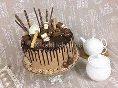 Torta smarties e togo con crema alla nutella Drip Cakes, Confirmation Cakes, Chocolate Drip Cake, Cake Shapes, Chiffon Cake, Dessert Recipes, Desserts, Birthday Cake, Tea Time