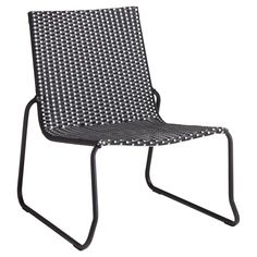 Loungestoel met stoere zwarte vormgeving. 65x70x75 cm (lxbxh). #tuin #tuinstoel #loungestoel #KwantumLente