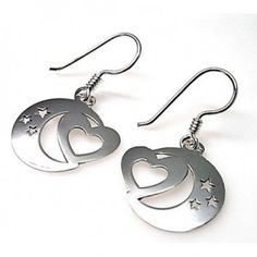 Pendientes de plata de primera ley hippies con motivo de luna y un corazón, de 1,5 cm de diámetro. Fabricados al láser en España