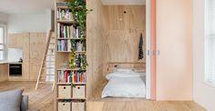A Melbourne un appartamento di 75 mq progettato da Clare Cousins Architects cita le architetture tradizionali del Sol Levante. La camera da letto è inscritta all'interno di un volume in legno compensato. Il letto futon giace sul piano rialzato e la camera è schermata da una sequenza di porte scorrevoli. La parete attrezzata è accessibile da entrambi i lati, fungendo da libreria o guardaroba per la zona notte.