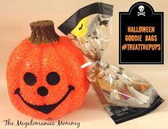 Don't 'Fur'get the Pups this Halloween Create some pup friendly goodie bags with some of your furry friends favorite treats from Big Heart Brands. #TreatThePups #spon
