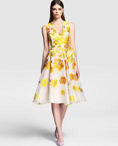 Vestido de mujer Síntesis Colección Jorge Vázquez con flores bordadas en…