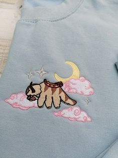 Cute Embroidery, Embroidery Stitches, Embroidery Patterns, Diy Fashion, Ideias Fashion, Fashion Outfits, Embroidered Clothes, Diy Clothing, Looks Cool
