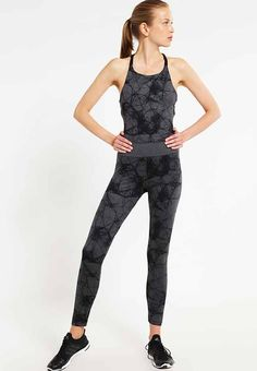 Damesmode, adidas Performance Trainingspak mouwloos, nauwsluitend, ademend MEER http://www.pops-fashion.com/?p=30407