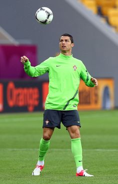 Cristiano Ronaldo Photos - Cristiano Ronaldo controls the ball during a Portugal training session ahead of UEFA Euro 2012 at Arena Lviv on June 2012 in L'viv, Ukraine. - Portugal Training and Press Conference - Group B: UEFA EURO 2012 World Best Football Player, Football Players, Cristiano Ronaldo Hd Wallpapers, Ronaldo Photos, Portugal Soccer, Gym Guys, Cristiano Ronaldo Cr7, Fc Chelsea, European Soccer
