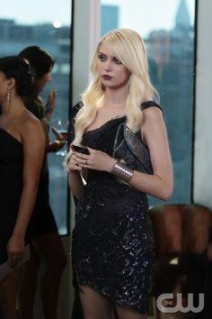 "Taylor Momsen as Jenny Humphrey - Gossip Girl ""Easy J"" Gossip Girl Jenny, Mode Gossip Girl, Estilo Gossip Girl, Gossip Girl Outfits, Gossip Girl Fashion, Jenny Humphrey, Fashion Tv, Fashion Corner, Rock Fashion"