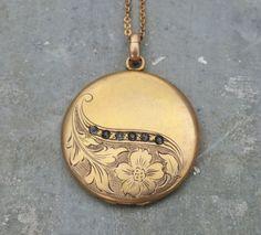 Antique round Locket Charm Pendant chased locket Many Photo Locket photo picture Locket