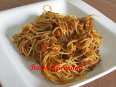 Nous sommes assez difficiles sur la sauce à spaghetti. Si j'ose en faire une différente de la nôtre, la plupart du temps, nous sommes déçus...