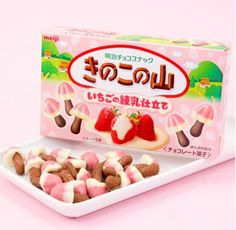 Strawberry and cream covered mushroom shaped biscuits. Little bites of pure heaven! Japanese Candy, Japanese Sweets, Japanese Food, Cute Snacks, Cute Desserts, Kawaii Dessert, Strawberry Cookies, Asian Snacks, Candy Cookies