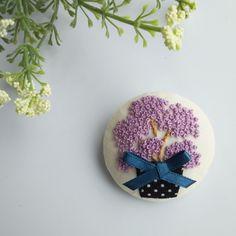 sold【展示品】満開の紫陽花  刺繍ブローチピン