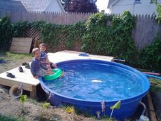 Stock Tank Pool Ideas For Your Incredible Summer [MUST-LOOK] - Get your stock tank pool DIY ideas right here! Find from galvanized, plastic, poly or metal stock tank pool inspirations. Building A Swimming Pool, Small Swimming Pools, Small Pools, Poly Stock Tank, Stock Tank Pool, Plastic Stock Tanks, Jouer Au Poker, Stock Pools, Kid Pool
