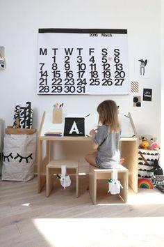 // Kids Desk - Room