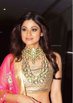 Indian Jewellery Design, Indian Jewelry, Jewelry Design, Shamita Shetty, Indian Bollywood, Indian Ethnic, Beautiful Indian Actress, Indian Actresses, Sari