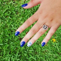 Happy #manimonday- We love this shade of blue with our Eternal Love Ring! {Photo by: @haleyhall301} #JamesAvery #myjamesavery