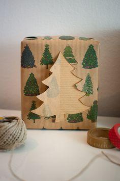 Weihnachtsgeschenkpapier schön gestalten - schönes Geschenkpapier noch schöner machen? Ganz einfach mit dieser Anleitung!