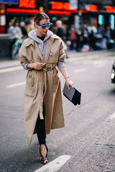 Trendiest trench coat outfits for the season cream trench coat hoodie. Best Street Style, Street Style Outfits, Fashion Week, Winter Fashion, Womens Fashion, Fashion Trends, Punk Fashion, Lolita Fashion, Ladies Fashion
