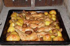 Skvělý oběd z jednoho pekáče: kuřecí stehna s přílohou! Takto dokonalé chuti u běžně pečeného kuřete nedocílíte! Meat Recipes, Cake Recipes, Chicken Recipes, Cottage Meals, Hungarian Recipes, One Pan Meals, Whole 30 Recipes, Poultry, Bacon