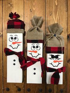 Set of 3 snowmen Made out of snowmen. Set of 3 snowmen Made out of Christmas Wood Crafts, Christmas Signs, Christmas Projects, Holiday Crafts, Christmas Crafts, Christmas Ornaments, 2x4 Crafts, Snowman Crafts, Crafts To Make