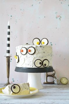 Curly Girl Kitchen: Cookies and Cream Monster Eyes Cake