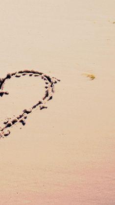Love on Beach 640 x 1136 Wallpapers disponible en téléchargement gratuit.