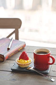 Coffee & tarts  (source: pinterest.com)