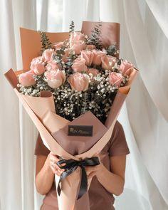 Boquette Flowers, Flower Bouqet, Pink Rose Bouquet, How To Wrap Flowers, Beautiful Bouquet Of Flowers, Beautiful Flower Arrangements, Fresh Flowers, Pink Roses, Flower Studio