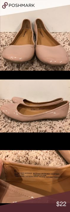 💕NWOT TAGS Shiny Nude Mossimo Flats💕 💕Neutral color, perfect for any look!!💕💜NWOT Mossino Co Flats💜Size is 6.5💜Never worn!!! As shown is last picture, soles are completely clean, never worn💕Classic flats for a classic look💕 Mossimo Supply Co. Shoes Flats & Loafers