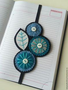 Кафебижу: украшения своими руками Felt Diy, Felt Crafts, Fabric Crafts, Sewing Crafts, Sewing Projects, Creative Bookmarks, Diy Bookmarks, Ribbon Bookmarks, Felt Embroidery
