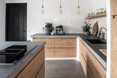 Kitchen Counter tops: 5 Best Materials to Choose Have a plan to remodel your kitchen countertop? Check out these 5 best materials for kitchen countertops. Kitchen Interior, Concrete Kitchen, Luxury Kitchens, Kitchen Remodel, Kitchen Countertops, Kitchen Decor Trends, New Kitchen, Home Kitchens, Kitchen Design