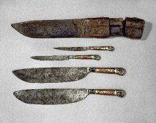 1406-10 knives and sheath, France