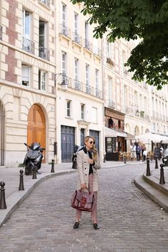 Wandering Place Dauphine in Paris // How to wear plaid on Atlantic-Pacific Blair Eadie, Parisian Style, Parisian Fashion, Atlantic Pacific, Plaid Blazer, Veronica Beard, Preppy Style, Green Colors, Wander