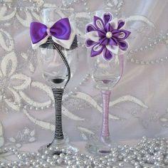 http://handmadebydianapuiu.com/articole-nunta/pahare-miri-nasi/ Handmade by Diana Puiu. Setul costa 65 lei.