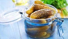 Ogórki kiszone z miodem © iStock - Ogórki kiszone z miodem i chilli DO SŁOIKÓW