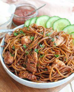 Surinamesiska nudlar med kyckling - Suriname - Care Your Health Quick Healthy Meals, Good Healthy Recipes, Easy Meals, Bami Recipe, Mie Noodles, Chicken Noodles, Exotic Food, Soul Food, Asian Recipes
