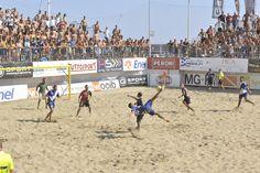 #BeachSoccer:Tifosi pontini impazziti di fronte alle acrobazie di Bruno #Xavier