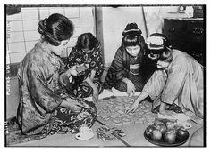 Playing Utagaruta (LOC) -