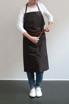 I dont care if this is an idea to make this apron or what...either way there is NO activity in the world where this would be an acceptable apron. Maybe if you're a blacksmith.  That would be ok. But look at those hands- DEFINITELY NOT a blacksmith.  SO TAKE THAT APRON OFF!