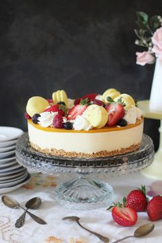 KakkuKatri: Mango-sitruunajuustokakku Delicious Desserts, Dessert Recipes, Yummy Food, Cheesecake Decoration, Naked Cakes, Just Eat It, Piece Of Cakes, Sweet Cakes, Food Plating