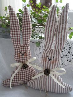 Bunny Crafts, Easter Crafts, Easy Sewing Projects, Diy Projects To Try, Spring Crafts, Holiday Crafts, Happy Easter, Easter Bunny, Fabric Crafts
