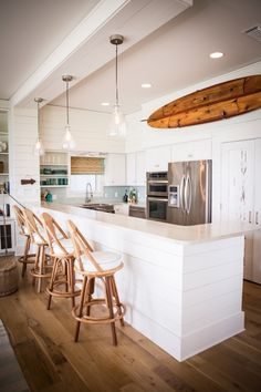 Love the wooden surfboard and lighting.